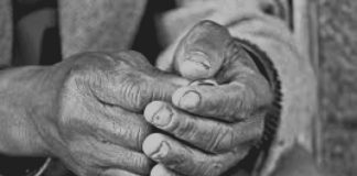 Es «la pobreza del discípulo: el camino del discípulo, el Señor quiere que sea pobre». Si un discípulo está apegado al dinero, a la riqueza, «no es un verdadero discípulo»